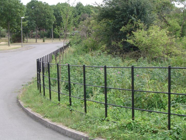Welded unit estate fencing