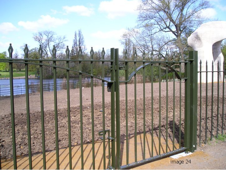 Vertical bar style gate