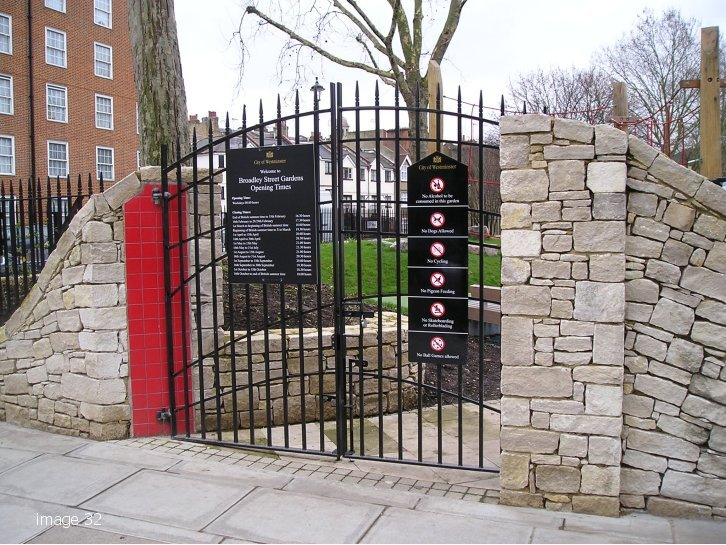 Westminster style vertical bar gate