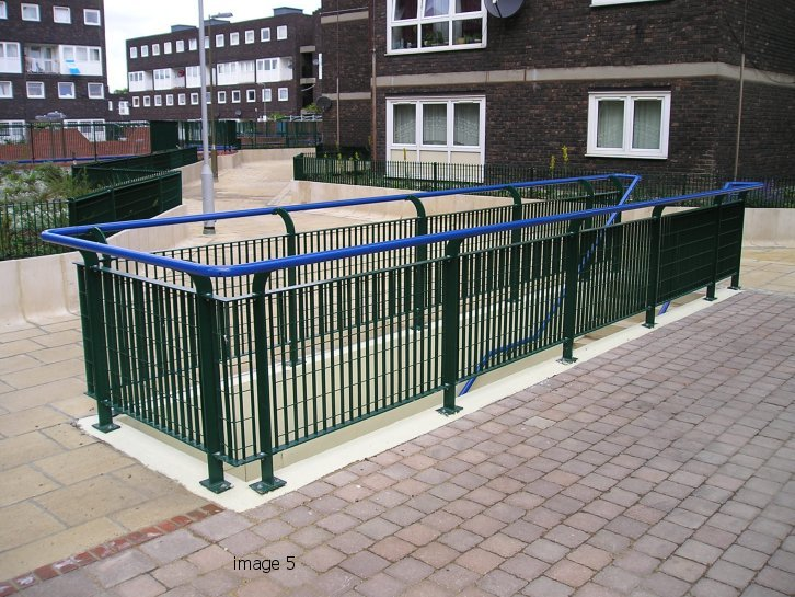 'eletrofused grating' style balustrade galvanized and powder coated