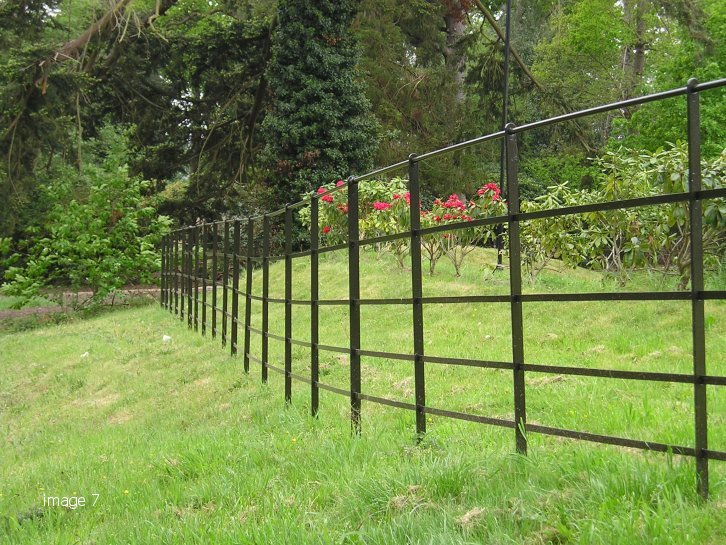 Loose component painted estate fencing