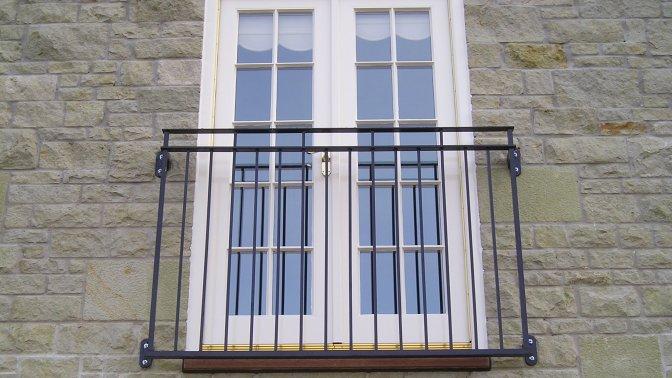 byron juliette balcony1