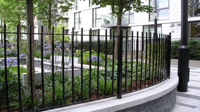 Goodmans fields - vertical bar fencing1
