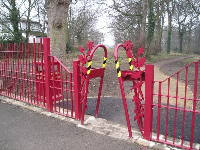 galvanized & polyester powder coating railings and gates laser profiled motifs anti cycle barriers