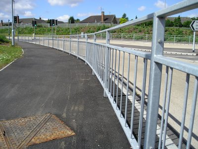 galvanized mild steel pedestrian guardrail to BS 7818