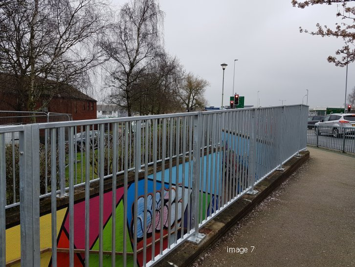Pedestrian parapet guardrail