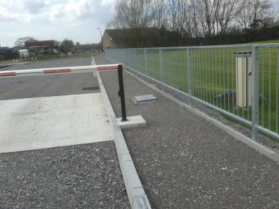 galvanized M1 pedestrian guardrail to BS EN 7818