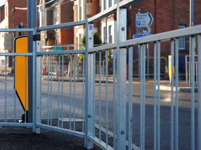 galvanized mild steel pedestrian guardrail
