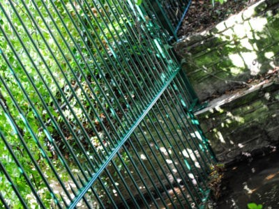Vertical bar metal railings