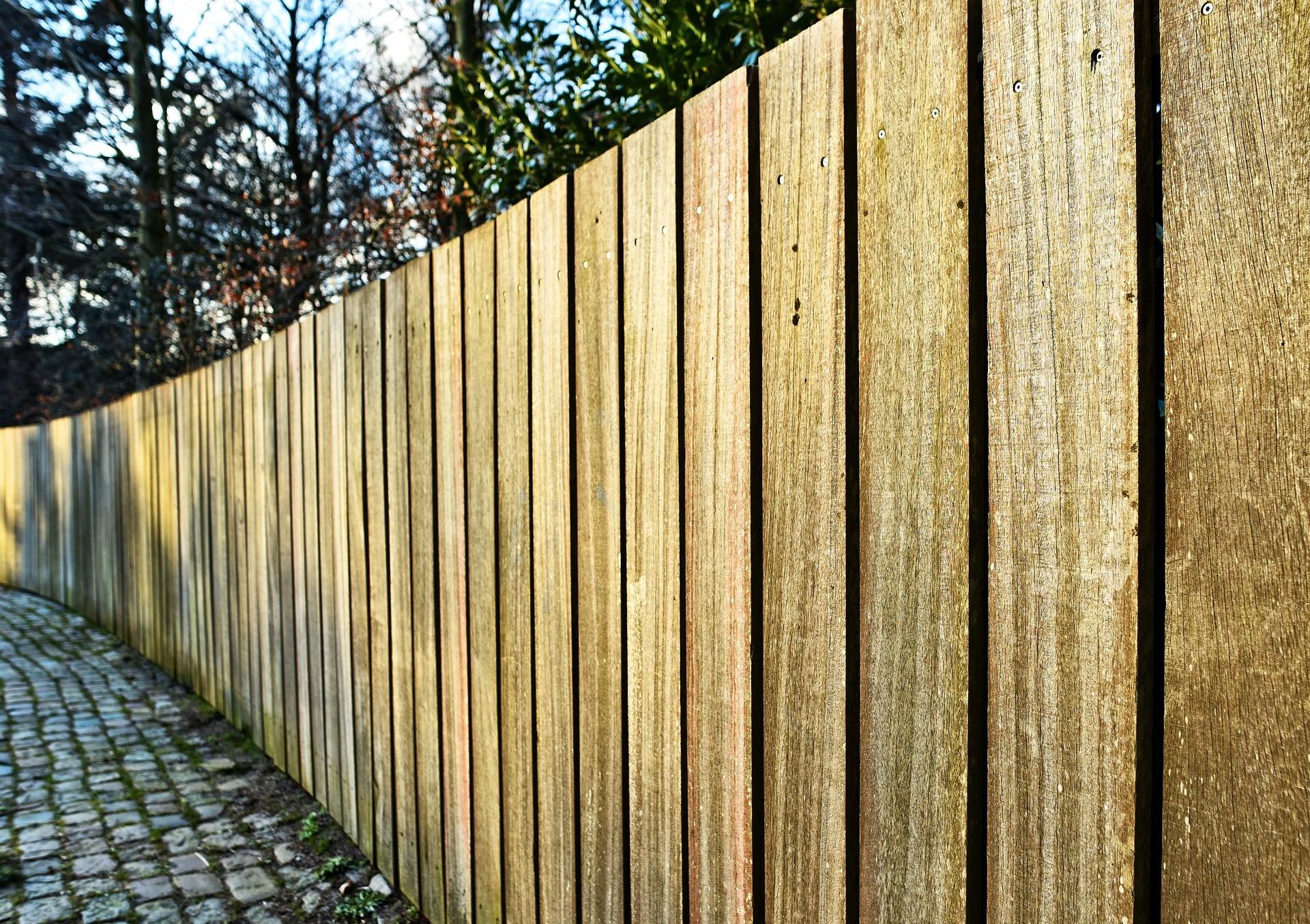 Metal Railings vs Wooden Fencing | Wood or Metal Railings?