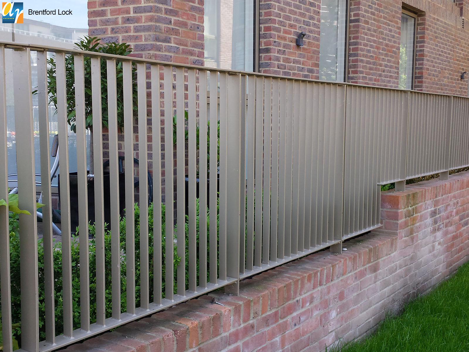 Brenford Lock flat top metal railings