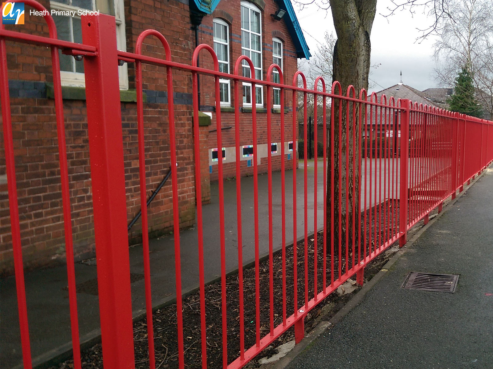 Heath Primary School Playspec bow top railings