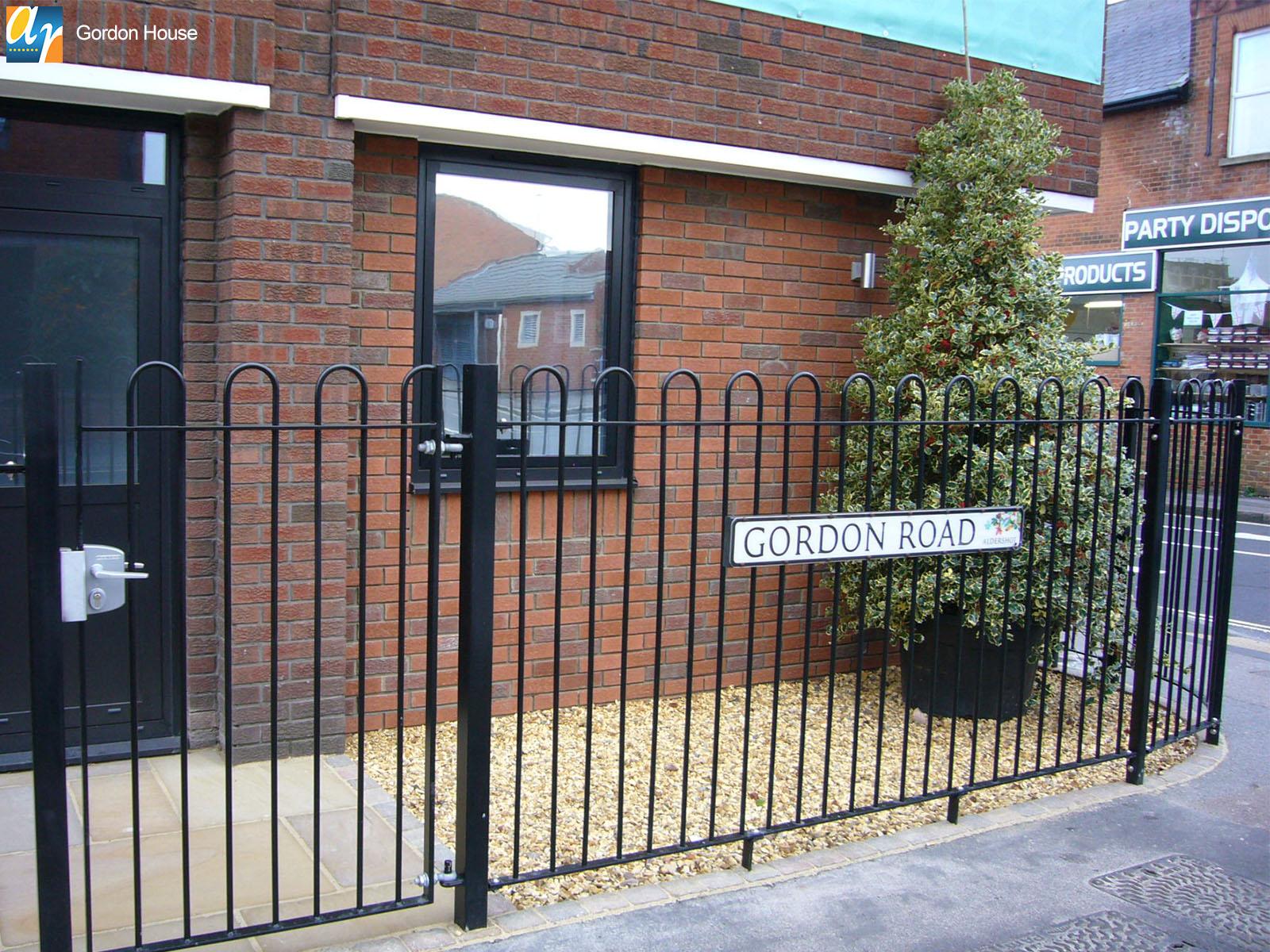 Gordon House standard bow top railings