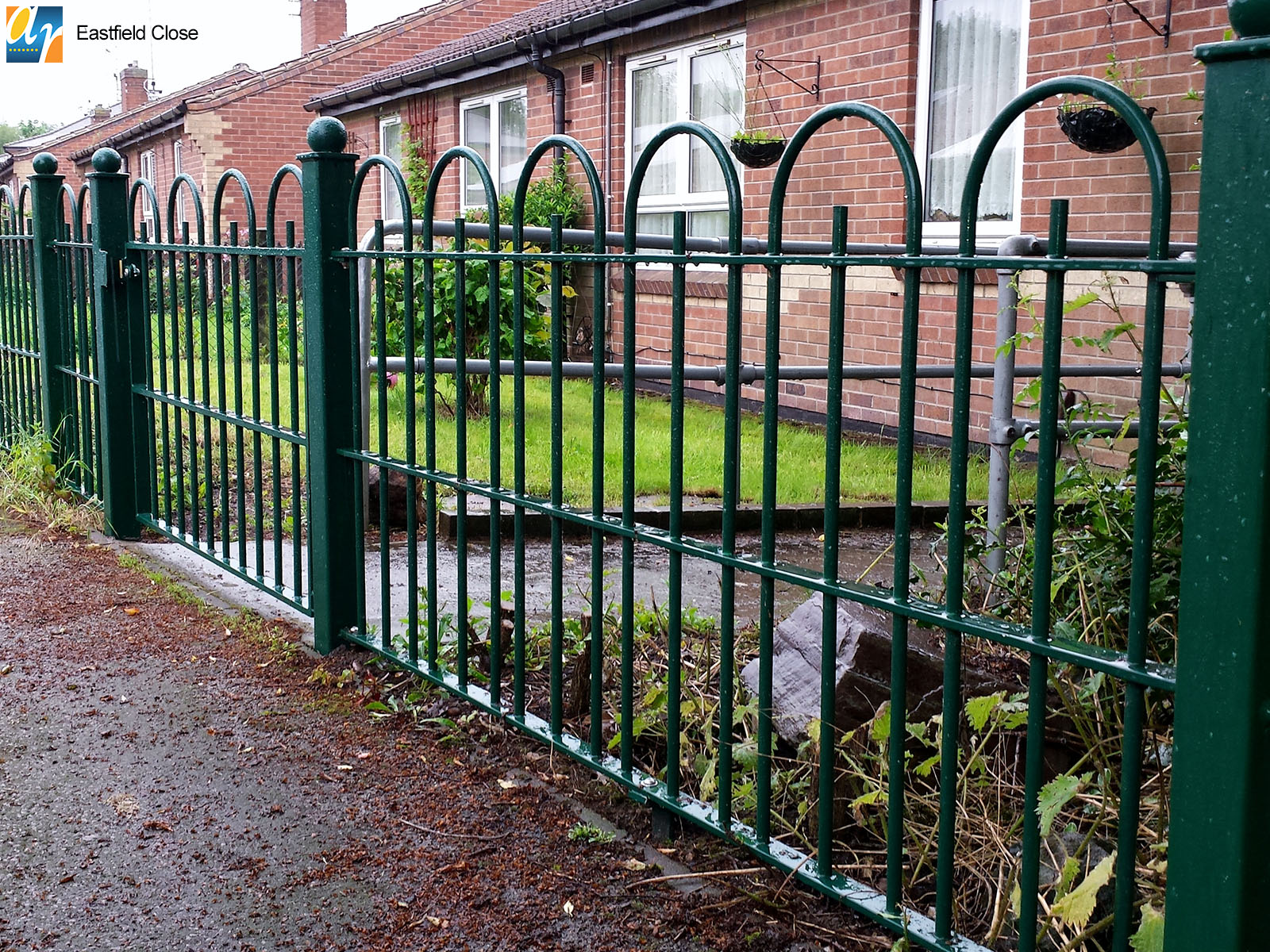 Eastfield Close Southwell bow top railings