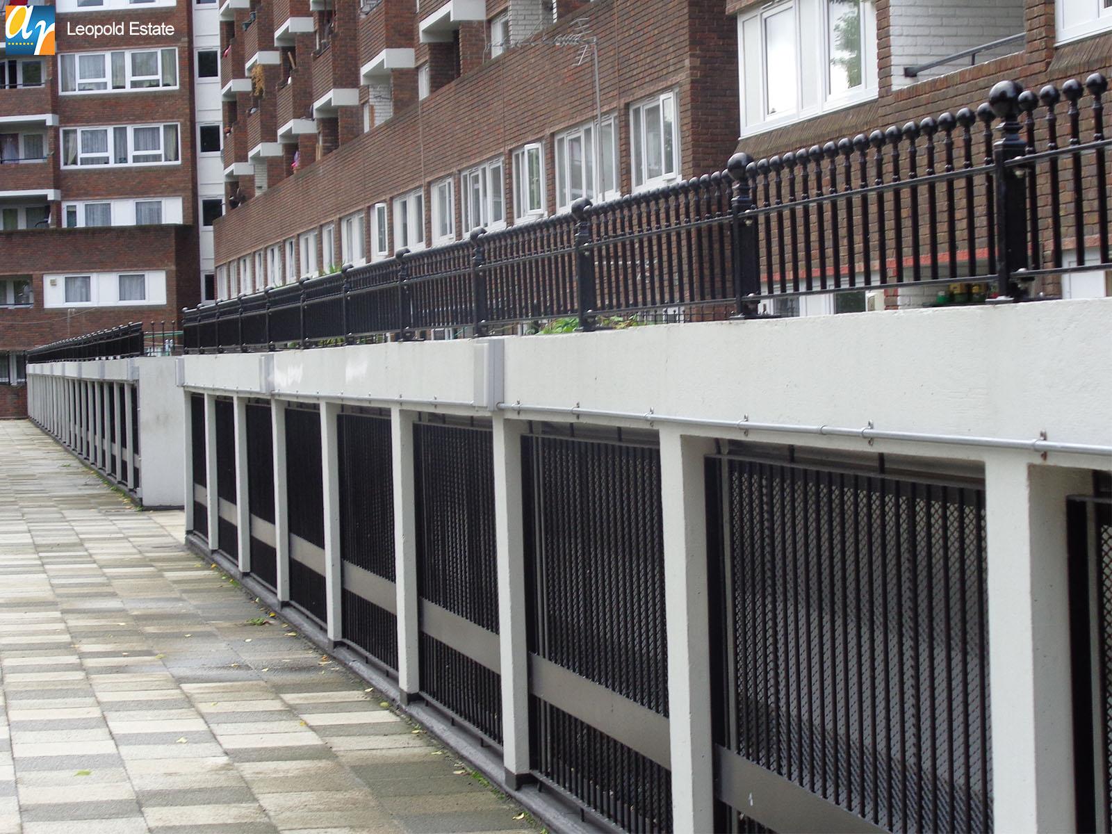 Leopold Estate Humber vertical bar railings