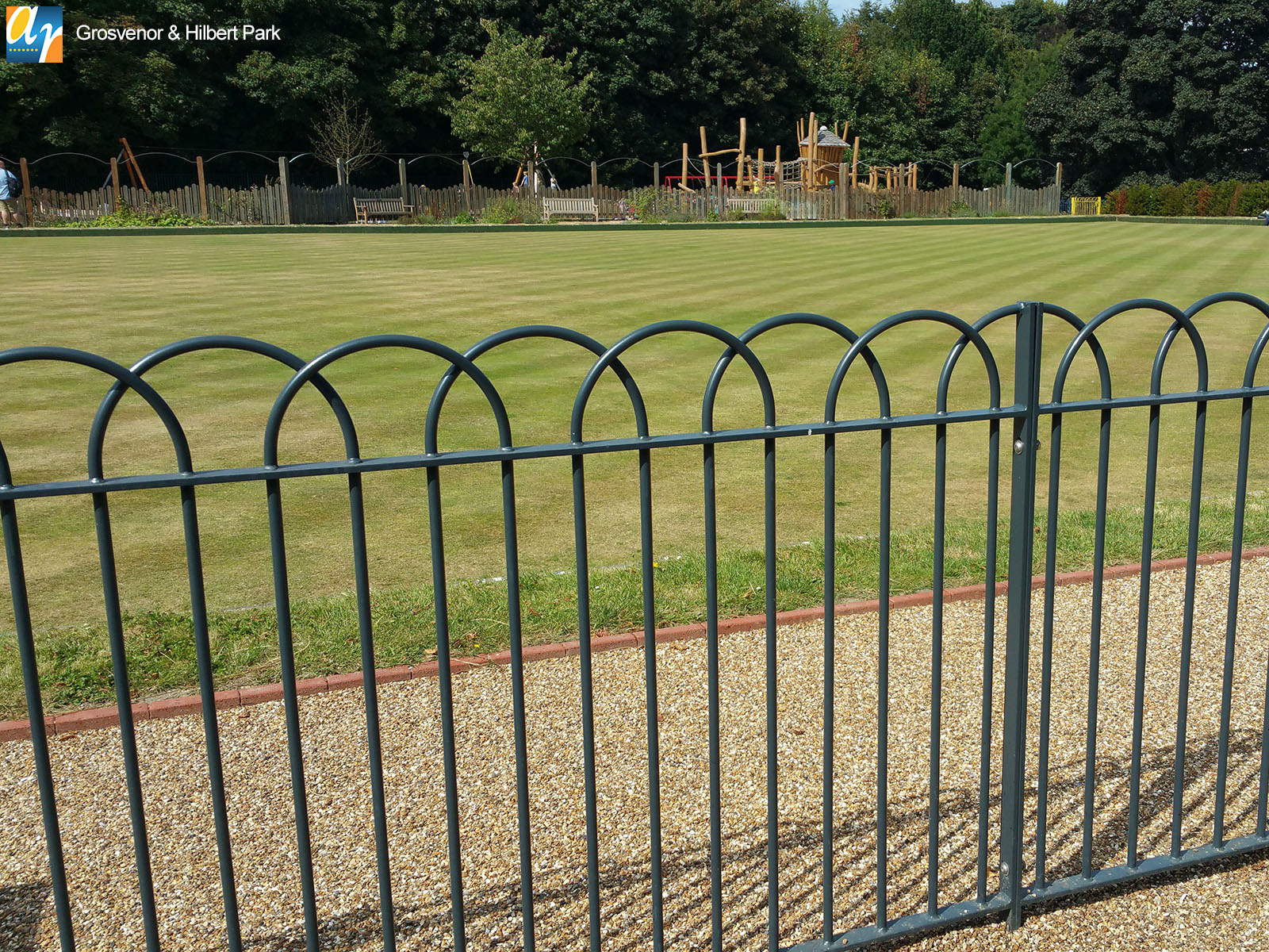 Grosvenor & Hilbert Park Interlaced bow top railings